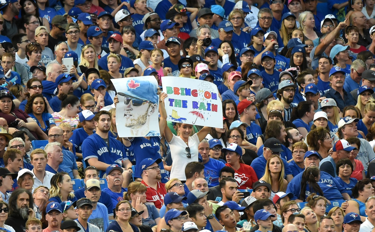 Blue-jays-crowd